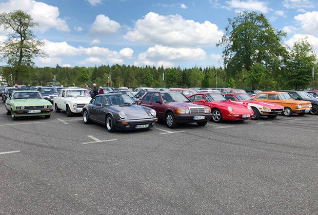 Porsche, Mercedes-Benz, Datsun, NSU, Ford, Alfa Romeo — это только то, что в кадре.