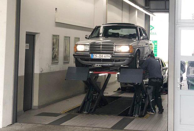 В Германии очень ценят классические автомобили и тратят большие деньги на поддержание их в идеальном состоянии. В Штутгарте, понятное дело, особенно много старых Mercedes-Benz.
