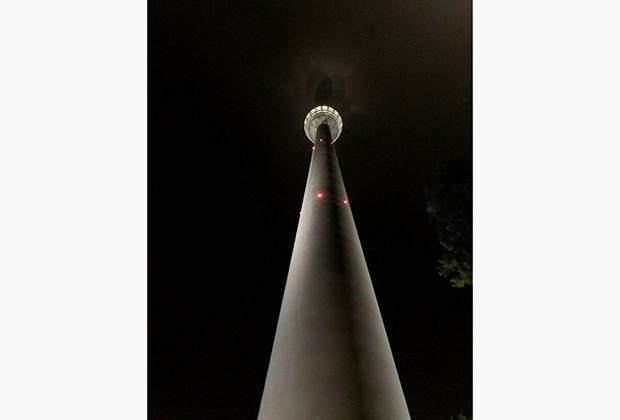 Штутгартская телебашня не слишком высокая — 96,8 метра, но имеет большое историческое значение. В 1956 году она стала первой телебашней из железобетона, ставшей прототипом для многих подобных строений.