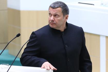 Соловьев посоветовал Бузовой продолжать лизать тарелки и не касаться сакрального