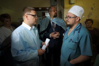 Алексей Текслер  в медсанчасти во время визита в Трёхгорный