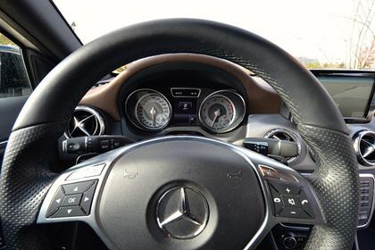 В России мужчина заложил в ломбард арендованный Mercedes