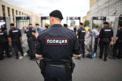 Российского полицейского уволят за драку с подростком