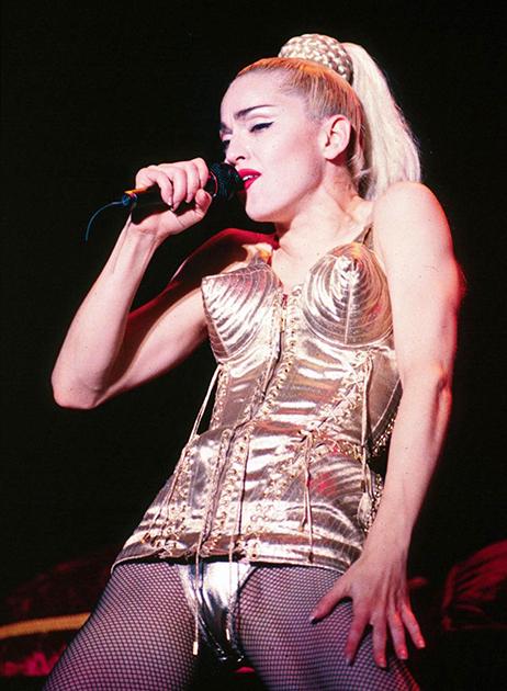 Мадонна в корсете от Готье в туре Blonde Ambition, 1990