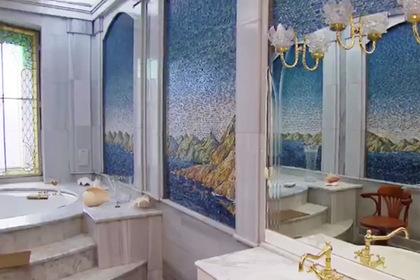 Опубликовано видео из роскошного дворца похитившего миллиарды рублей министра