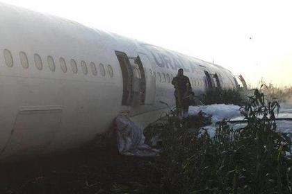 Пассажир экстренно севшего в поле самолета рассказал о происходящем на борту