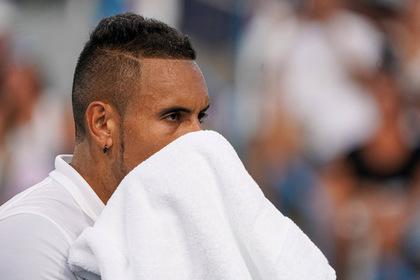 Теннисист ушел с корта, разломал две ракетки и вернулся обратно