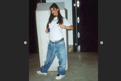 Появилось фото Ким Кардашьян-подростка со спущенными джинсами