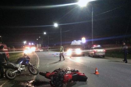 Российский полицейский разбился на спортбайке вместе с коллегой-пассажиркой