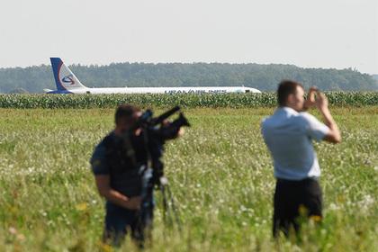 Возросло число пострадавших при аварийной посадке самолета в поле под Москвой