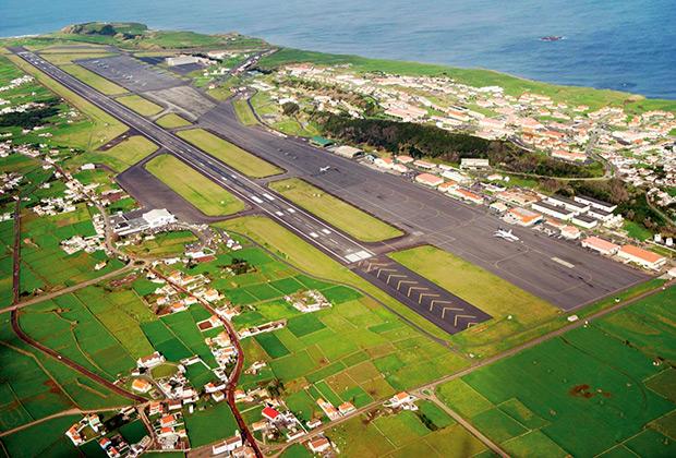 Авиабаза Лажеш на Азорских островах с 1948 года используется ВВС США. 7 процентов американских военных грузов в Европу идут через нее.