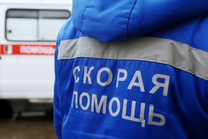 Легковушка протаранила людей на остановке в Москве