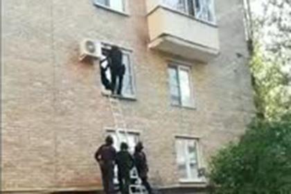 Российский спецназовец пошел на штурм квартиры и потерпел неудачу