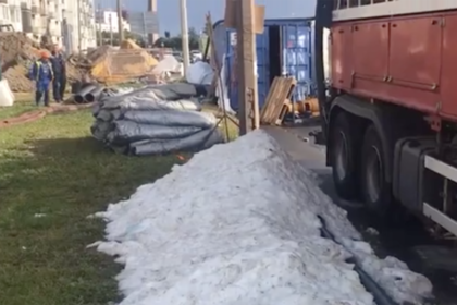 Жители Петербурга пожаловались на сугробы