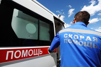 Пнувший пенсионерку российский фельдшер получил выговор