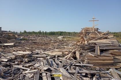 Сотрудники лесопилки соорудили могилу гибнущим лесам Сибири