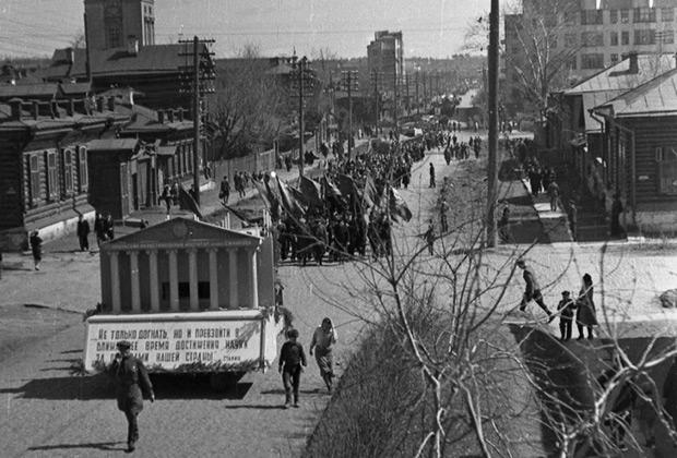 Дом Винничевских (слева). Свердловск, начало 1940-х годов