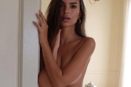 Эмили Ратаковски прорекламировала нижнее белье топлес