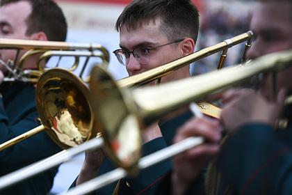 Российскому региону пообещали беспрецедентные поставки музыкальных инструментов