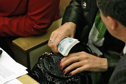 Россиянам запретят платить меньше 12 тысяч рублей