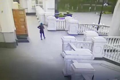 Россиянка оставила у храма сумку с новорожденным и скрылась