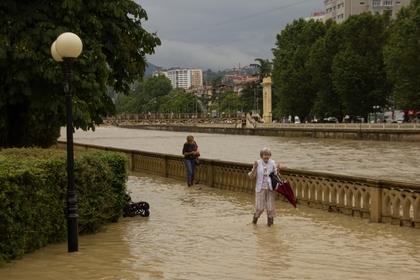 Жителей Сочи предупредили об эвакуации из-за надвигающегося шторма и смерча