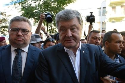 Порошенко обвинили в выводе с Украины восьми миллиардов долларов
