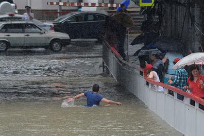 Мощный ливень обрушился на Сочи и превратил улицы в реки