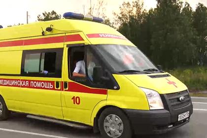 В российском городе автобус с пассажирами врезался в здание