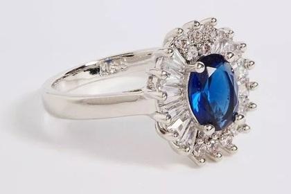 В продаже появилась дешевая копия помолвочного кольца Кейт Миддлтон