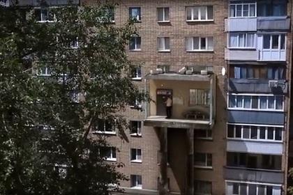 Превратившийся в лифт подъезд многоэтажки заинтриговал пользователей сети