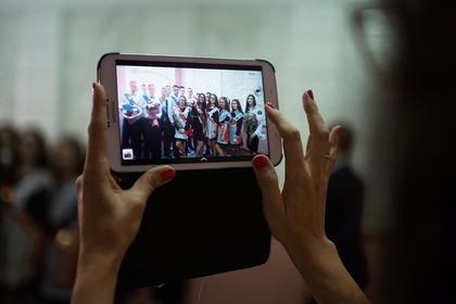 Школьников захотели лишить смартфонов