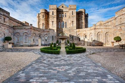 «Королевский» замок в Шотландии выставили на продажу
