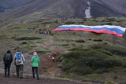 В России развернули самый большой триколор