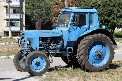 Российский чиновник украл трактор во имя благой цели