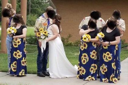 Подружек невесты подняли на смех за нелепые наряды на свадьбе