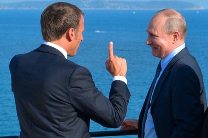 Макрон обратился к русской литературе в разговоре с Путиным