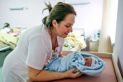 Убыль населения в России объяснили неумением «мужиков рожать»