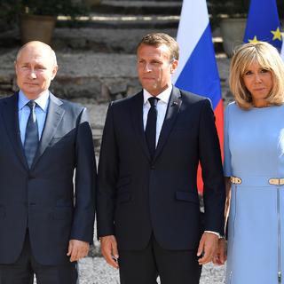 Владимир Путин, Эммануэль и Брижит Макарон