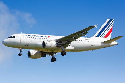 Летевший из Москвы в Париж самолет подал сигнал ЧП