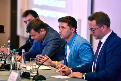 В офисе Зеленского предложили делиться коррупционными деньгами со стукачами
