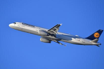 Вылетевший из России самолет развернулся в аэропорт из-за повреждений