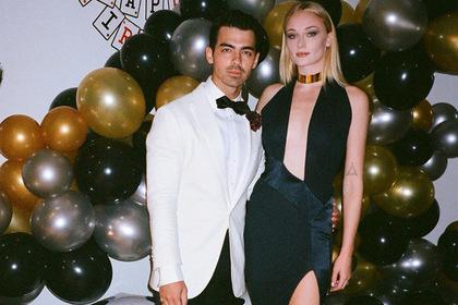 Звезда «Игры Престолов» нарядилась в день рождения мужа в платье как у его бывшей