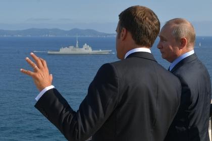 Украинцы возмутились постом Макрона на русском языке
