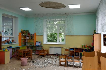 Упавшая с потолка штукатурка в российском детском саду покалечила трех детей