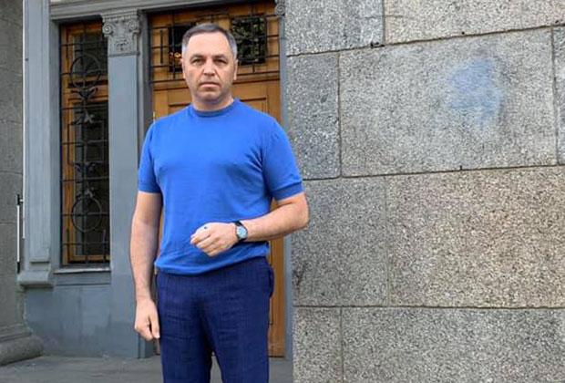 Андрей Портнов у здания Национального антикоррупционного бюро Украины