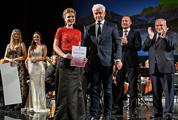 Победительница конкурса Анна Бондаренко и основатель Competizione dell`Opera Ханс-Йоахим Фрай