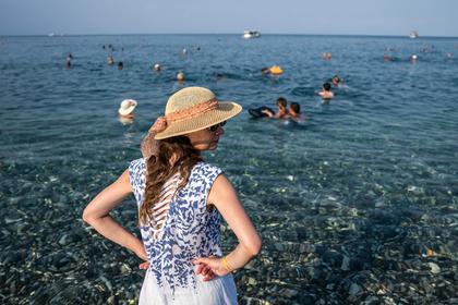 Назван процент недолюбливающих соотечественников российских туристов