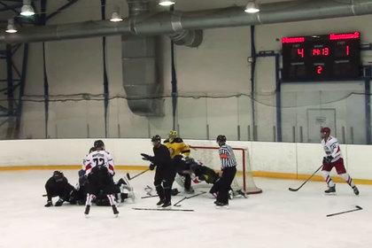 Российские хоккеисты устроили массовую драку во время матча