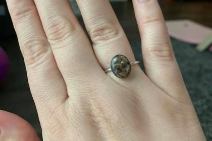 Женщина сделала кольцо из пуповины ребенка и была обругана в сети